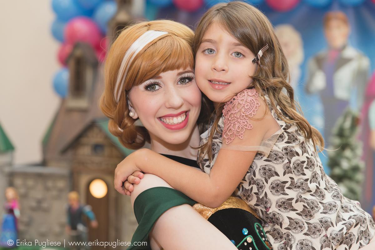 Conhecendo a princesa do momento. Fotografia de evento Aniversário Infantil - Sofia e Olívia