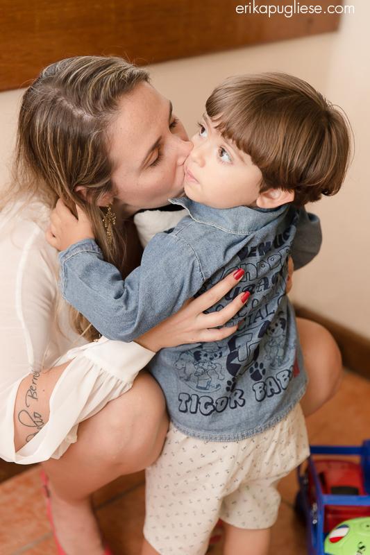 Beijo da mamãe. Fotografia de Evento Aniversário Infantil. Beijo da mamãe