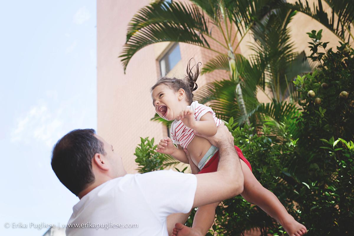 Pai e Filha brincam muito na sessão de fotografia Lifetyle