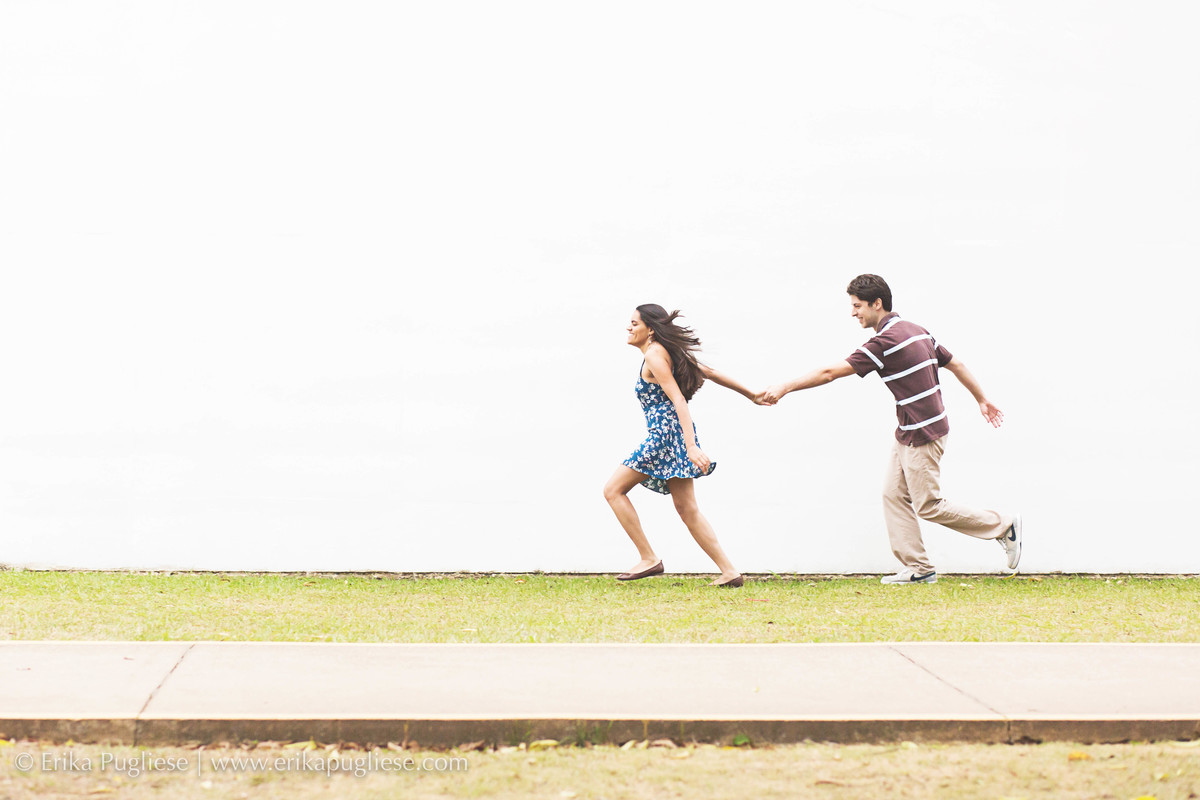 os noivos correm para uma nova etapa ensaio Pré Wedding Simone e Vitor