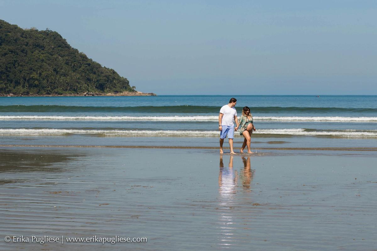 passear na beira da praia é um dos hobbies da gestante Carol que mora na praia grande