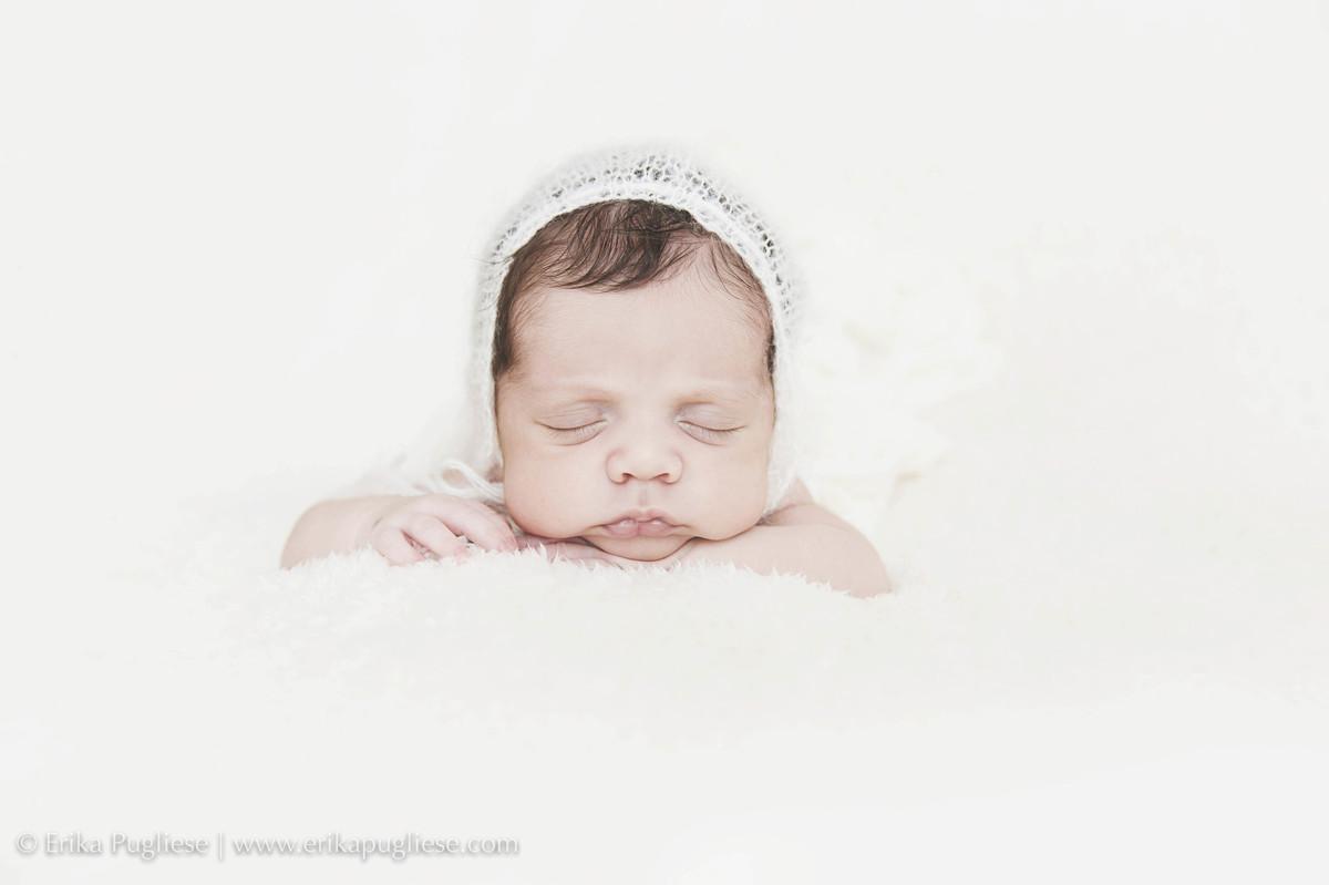 olha a foto. bebê Oliver em sua sessão newborn