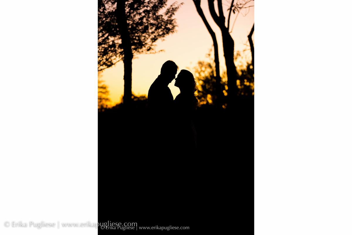 Silhueta de noivos no por do sol