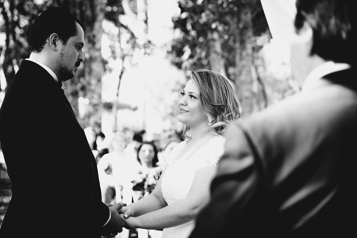 Amor pra mais de metro. Casal se entrega de corpo e alma ao seu casamento