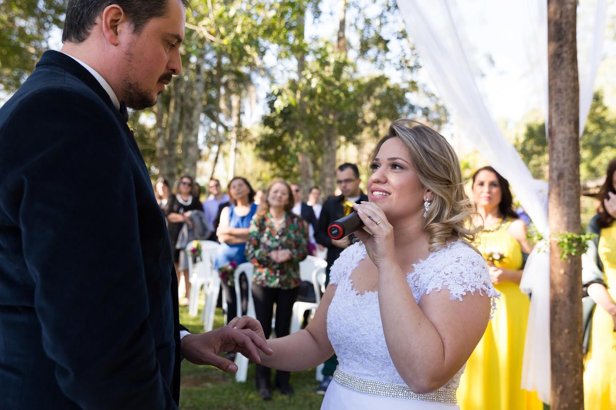 Michele se declara ao marido no altar na hora de colocar a aliança