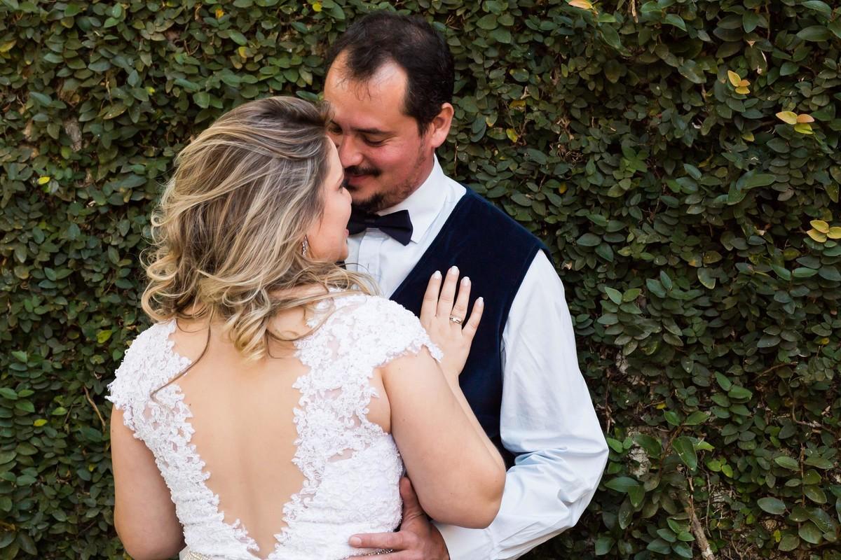 Casal apaixonado enfim casados