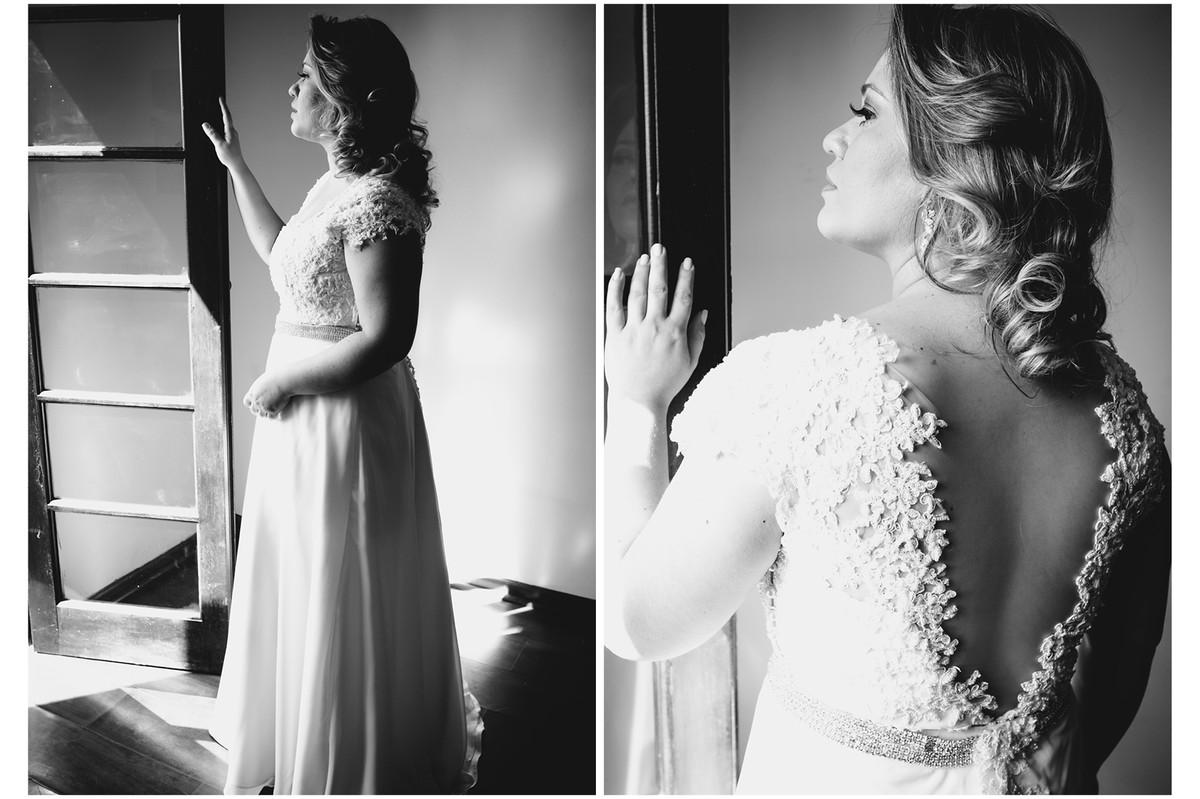 Elegante noiva posa pra fotos antes de sair para o casamento