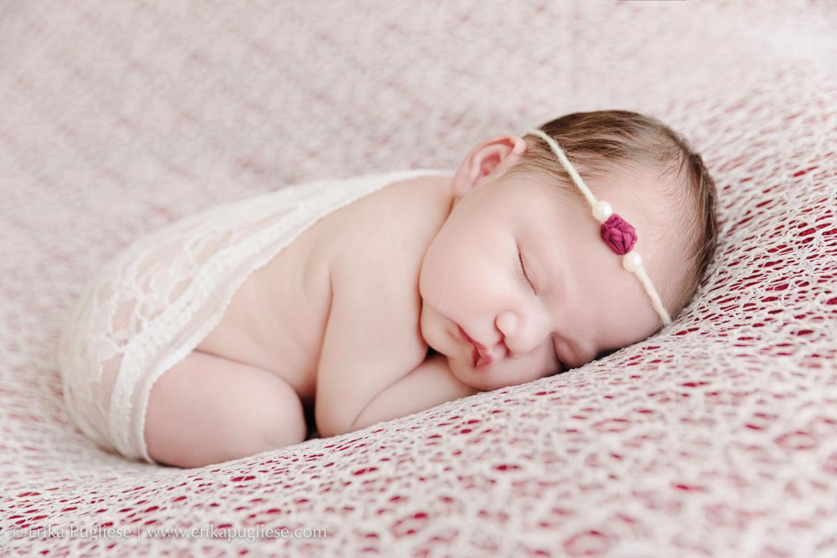 Larissa dorme gostoso no seu ensaio newborn