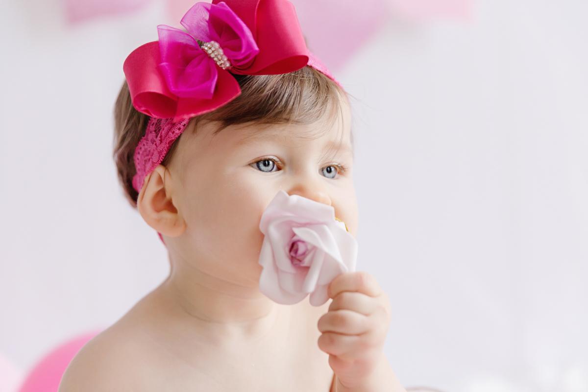 uma florzinha linda isadora na sessão de pré aniversário no estúdio fotográfico em são paulo