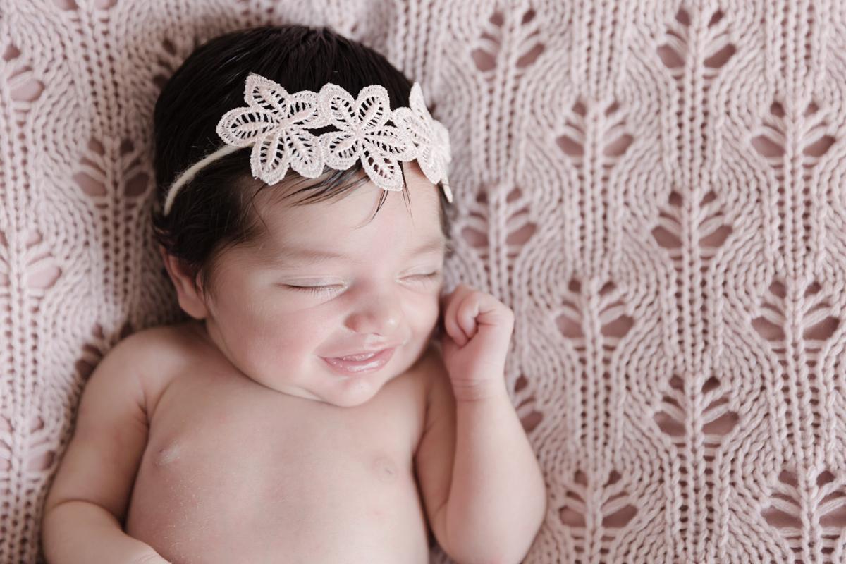 Sorriso mais lindo da Isabella em seu ensaio newborn