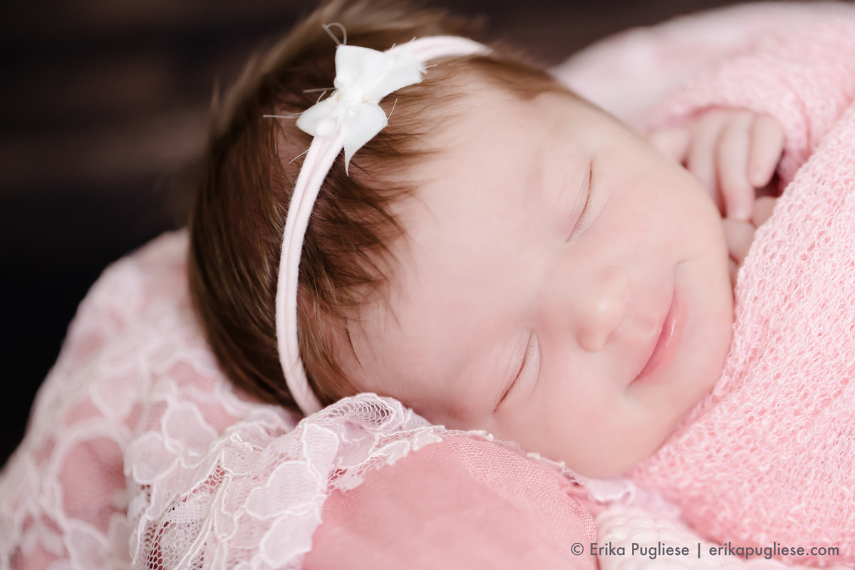 Newborn Bella sorridente