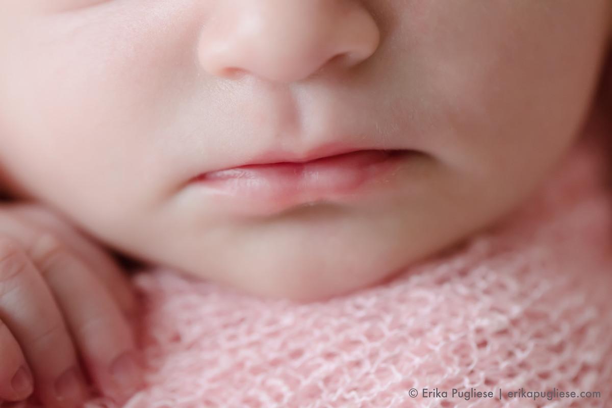 detalhe da boca no ensaio newborn da Bella