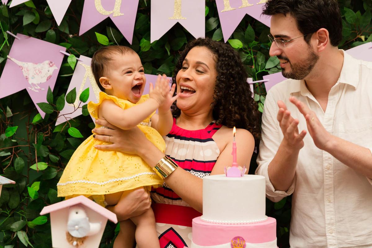 hora do parabéns da bebê nina