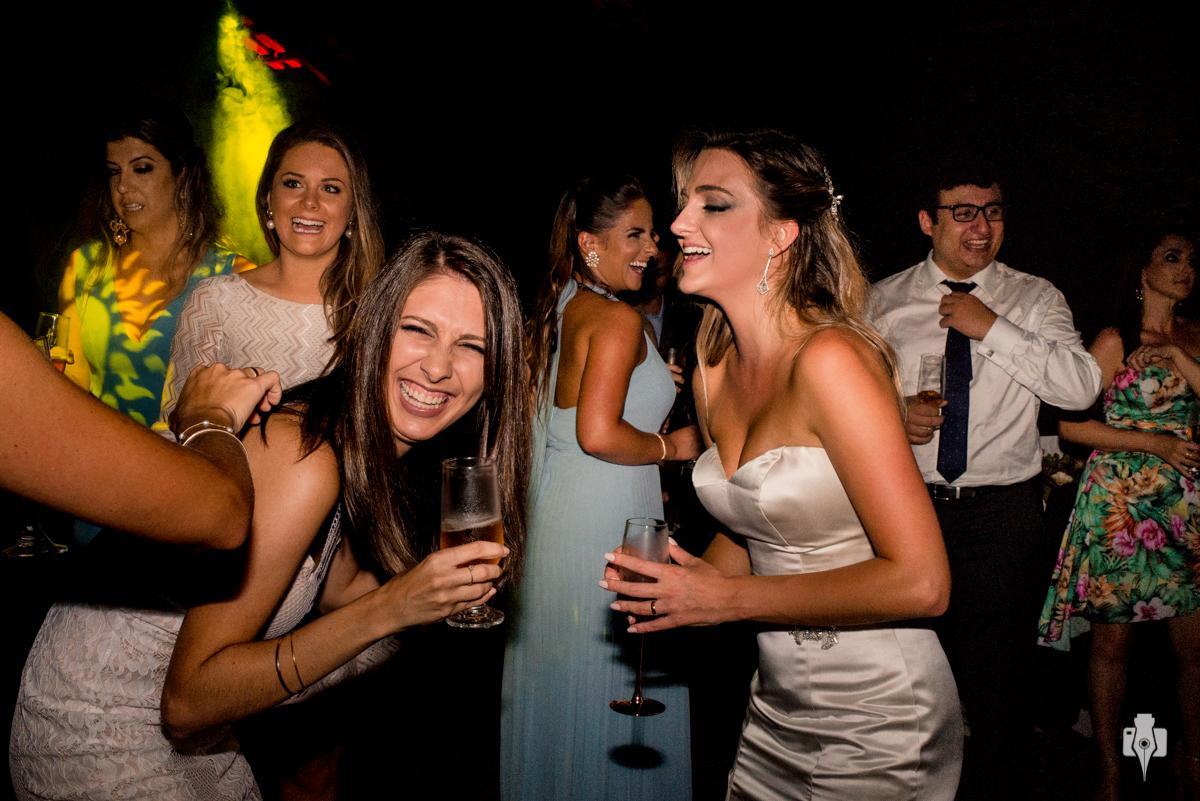 festa de casamento bombástica