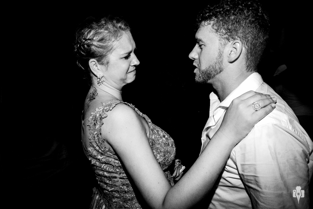 balada cheia de emoções no casamento da Taisa e Gustavo