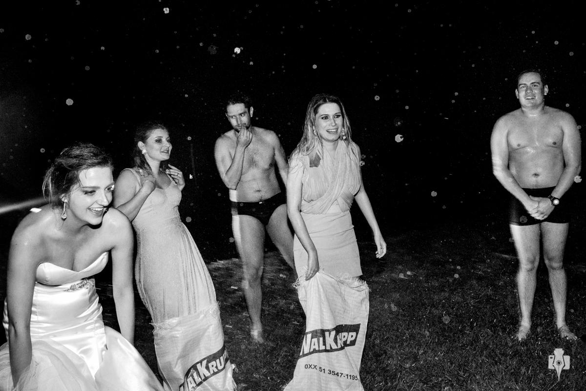 corrida do saco no casamento