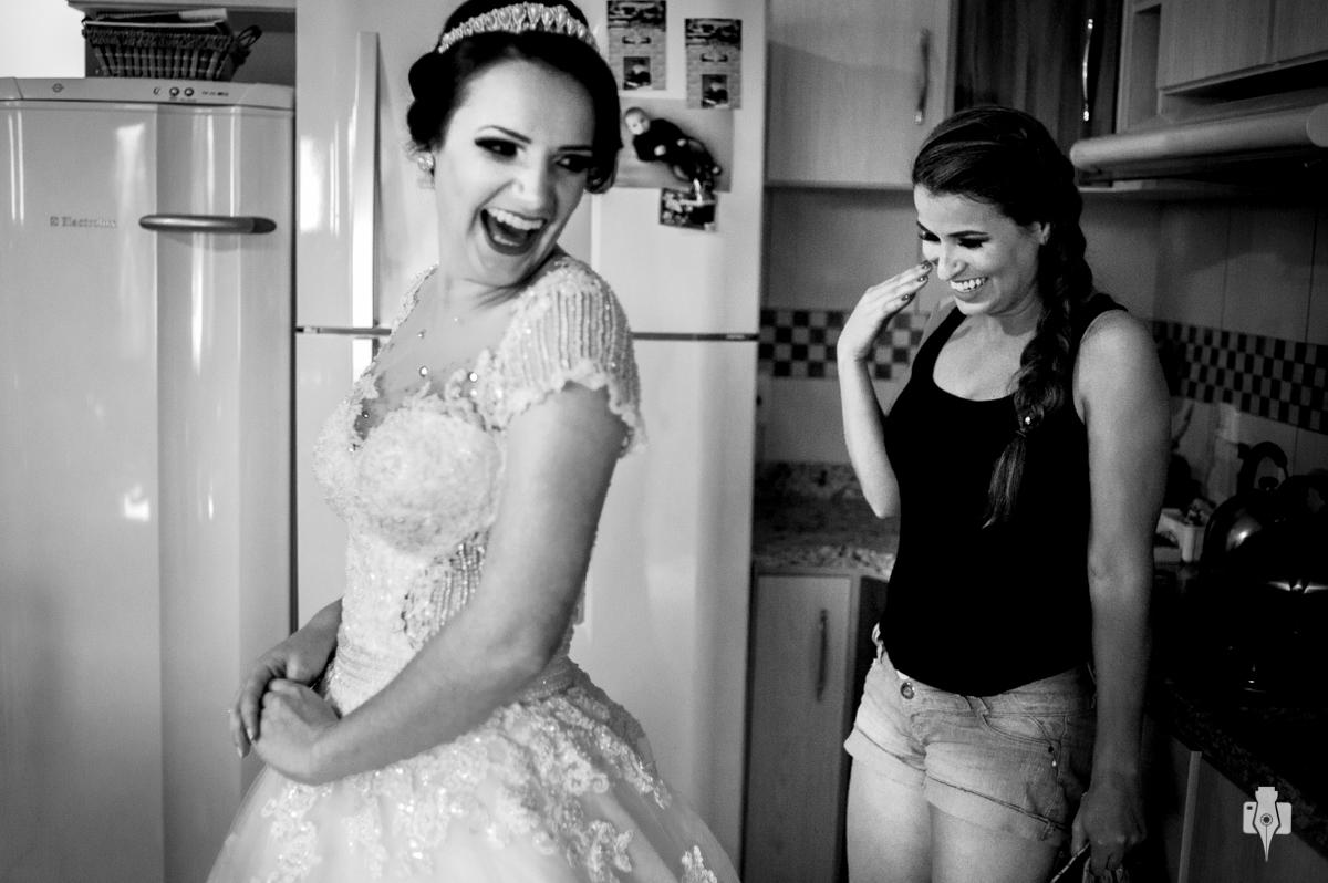 surpresa das convidadas com a noiva linda