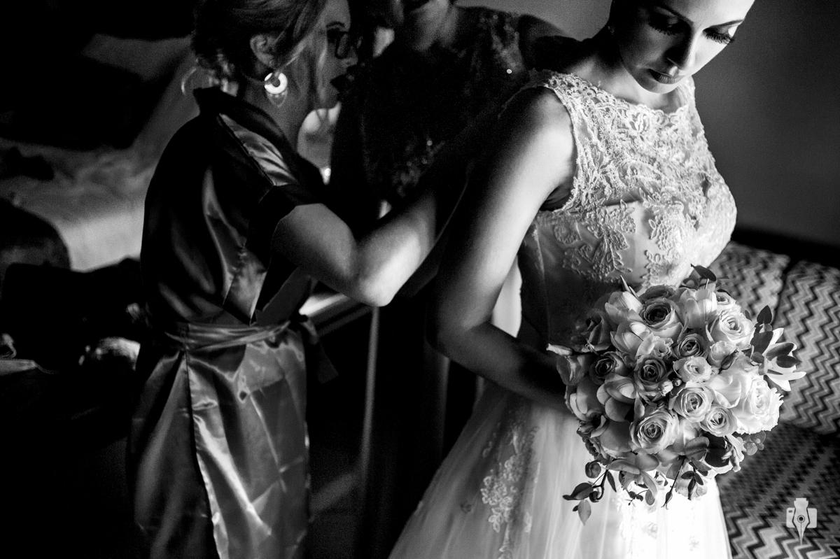noiva com as madrinhas no dia do casamento