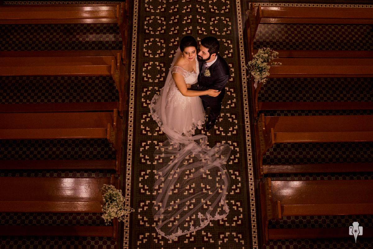 casamento em uma igreja super linda