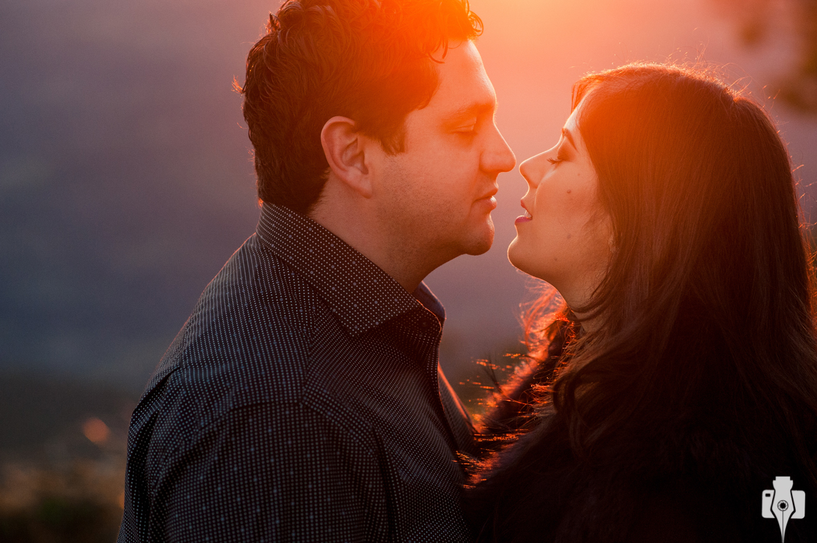 ensaio de casal ao pôr do sol