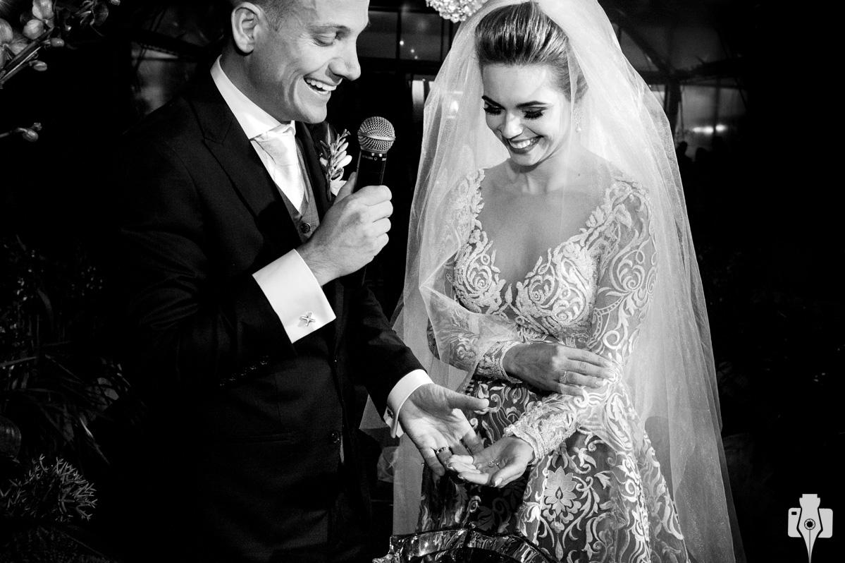 a noiva é super protetora