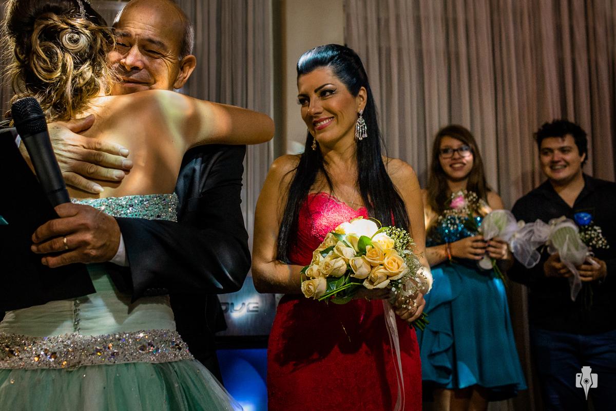 festa de 15 anos de milena com vestido da ines noivas no celbra hall em novo hamburgo rs