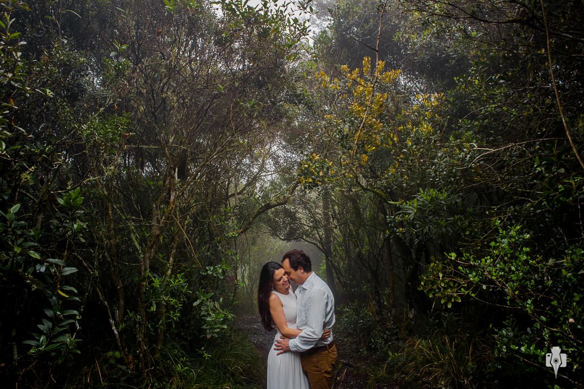 ensaio de casal pre casamento com neblina no canions em cambara rs