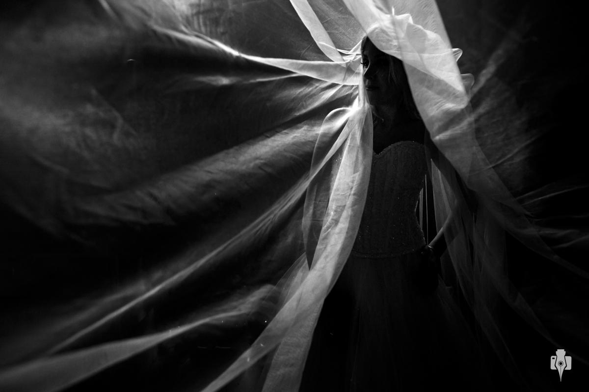 trash the dress com papagaio em cachoeira em jaquirana rs e noiva com veu