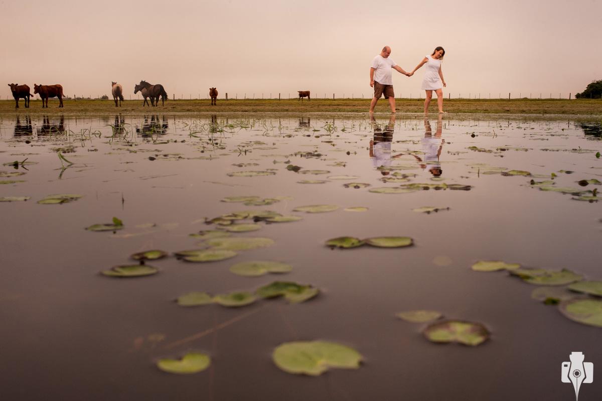 fotos de casal em granja de arroz