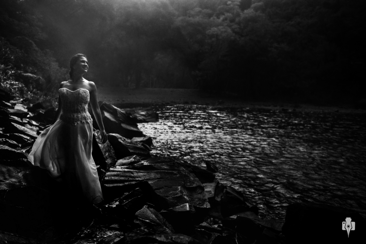 trash the dress com moto e na cascata do chuvisqueiro de laila e guto no interior de riozinho rs
