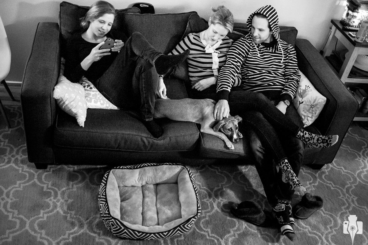 fotografia documental dos noivos em casa
