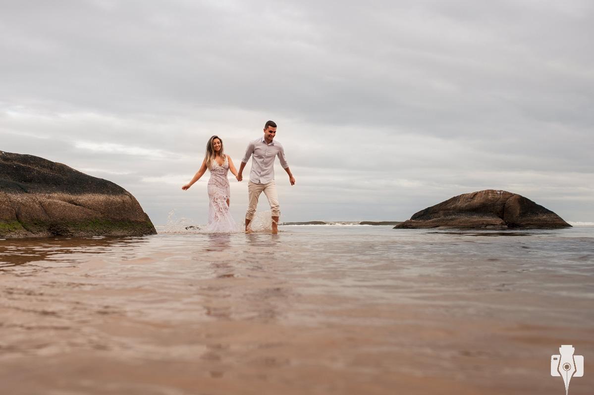 fotografias de casal na praia sc