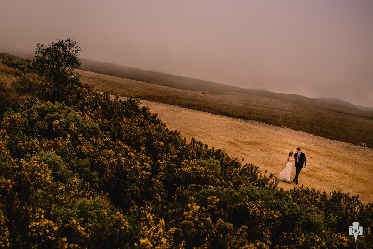 trash the dress em dia nublado ensaio fotografico em dia frio ensaio fotografico nos canyons cambara do sul canyon fortaleza