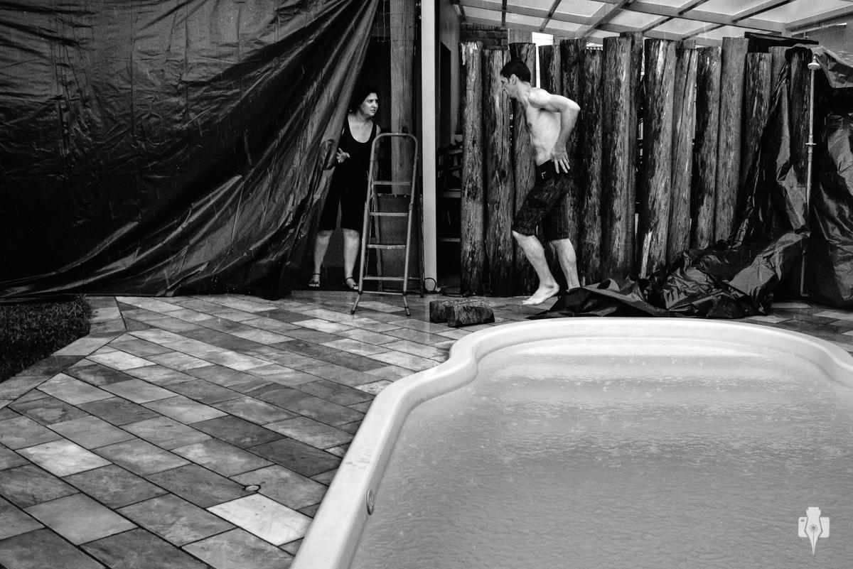 festa de quinze anos em casa a beira da piscina festa diferente de quinze anos