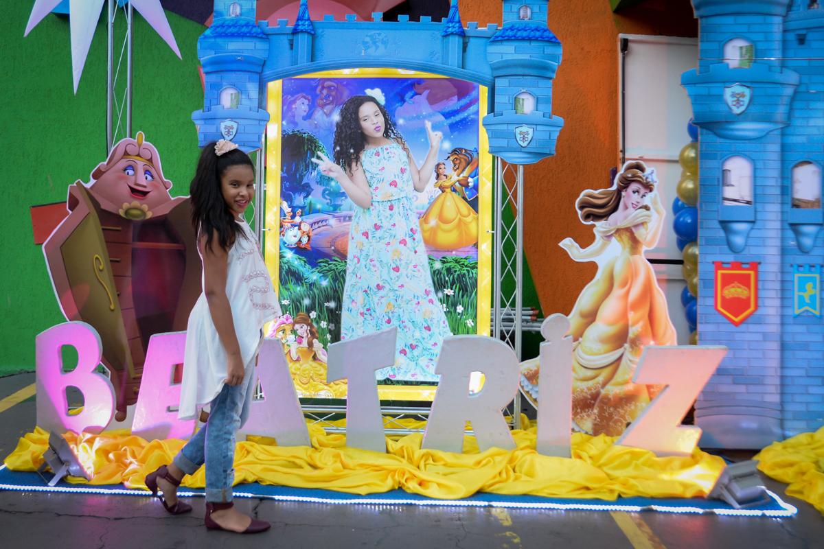 Fachada letrix no Buffet Fábrica da Alegria, Morumbi,SP, festa infantil aniversário de Beatriz 9 anos, tema da festa A Bela e a Fera