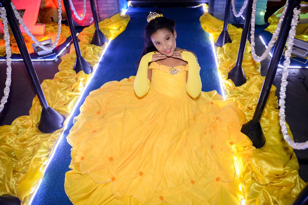pose de princesa no Buffet Fábrica da Alegria, Morumbi,SP, festa infantil aniversário de Beatriz 9 anos, tema da festa A Bela e a Fera