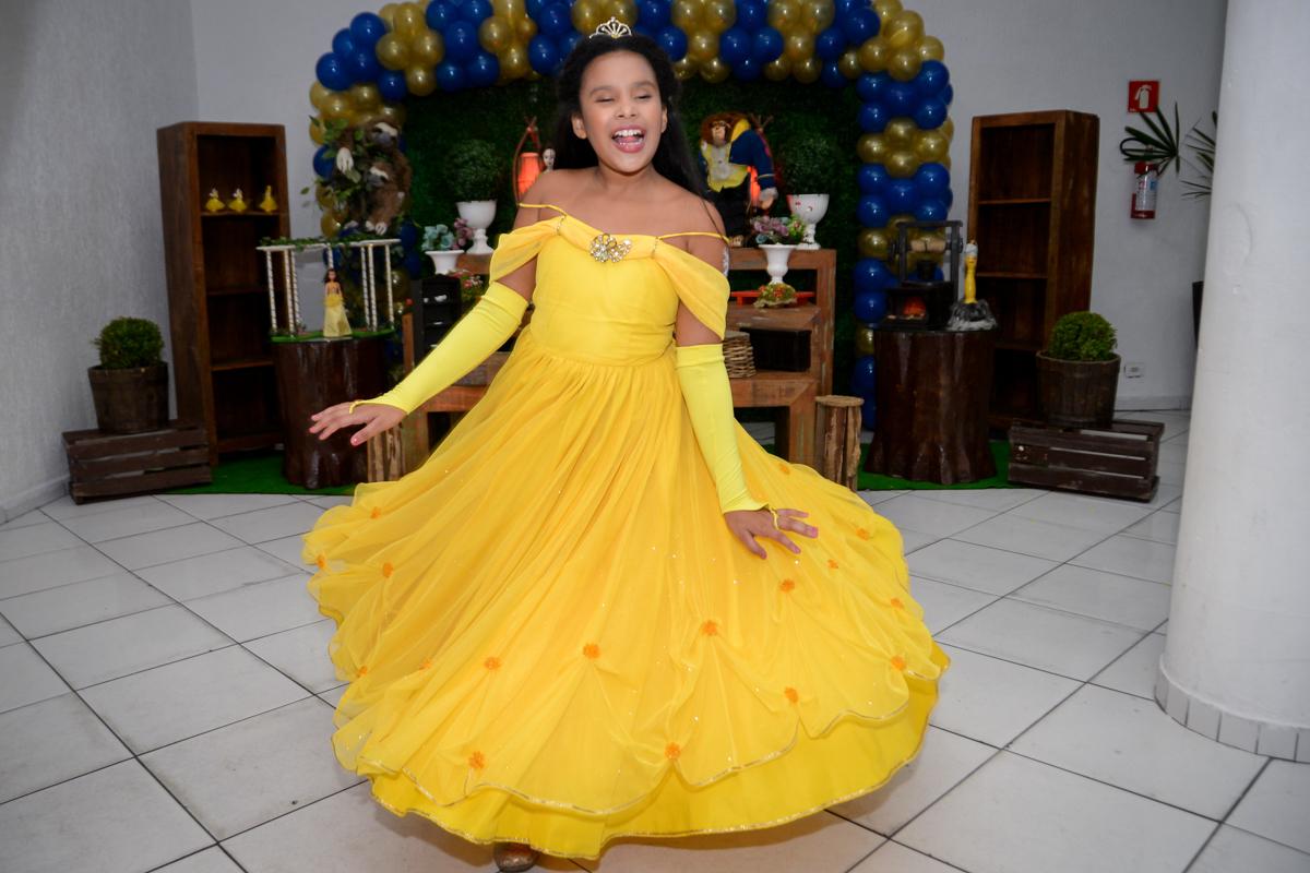 dançando a valsa de princesa no Buffet Fábrica da Alegria, Morumbi,SP, festa infantil aniversário de Beatriz 9 anos, tema da festa A Bela e a Fera