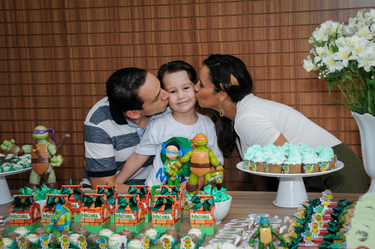 beijinho sanduiche no Condomínio Vila Leopoldina, festa infantil, tema Tartaruga Ninja, Miguel 5 anos