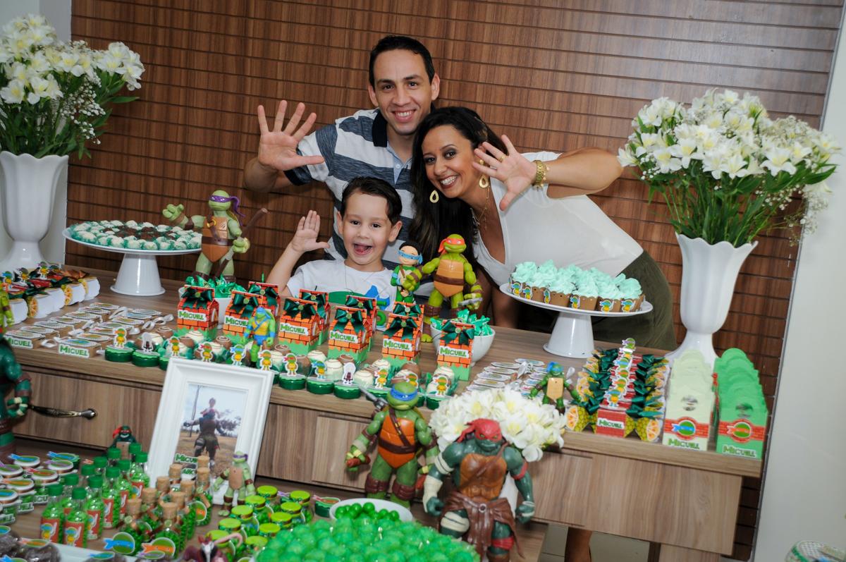 muita bagunça da família no Condomínio Vila Leopoldina, festa infantil, tema Tartaruga Ninja, Miguel 5 anos