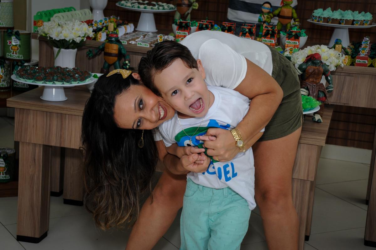 mais fotografia com a mamãe no Condomínio Vila Leopoldina, festa infantil, tema Tartaruga Ninja, Miguel 5 anos