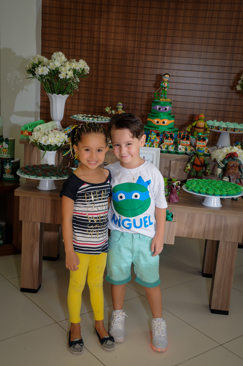 chegou a namoradinha do aniversariante no Condomínio Vila Leopoldina, festa infantil, tema Tartaruga Ninja, Miguel 5 anos