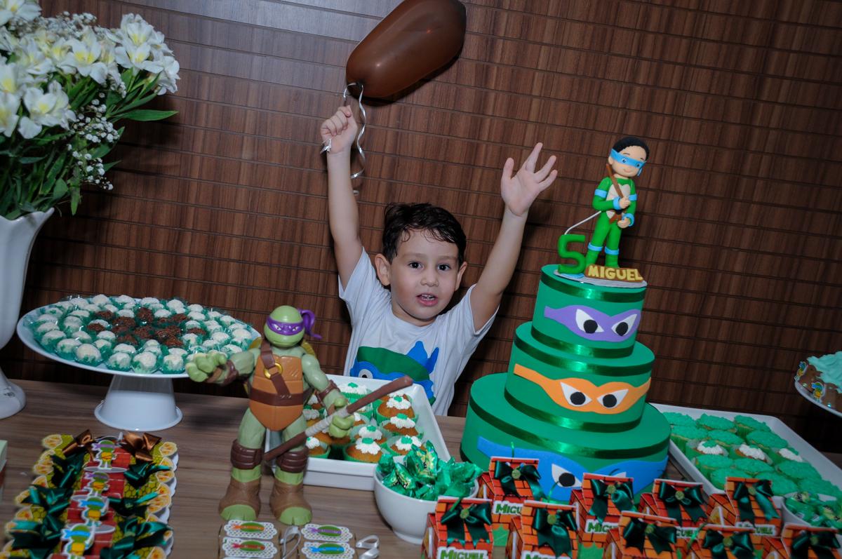 mais foto na mesa decorada no Condomínio Vila Leopoldina, festa infantil, tema Tartaruga Ninja, Miguel 5 anos