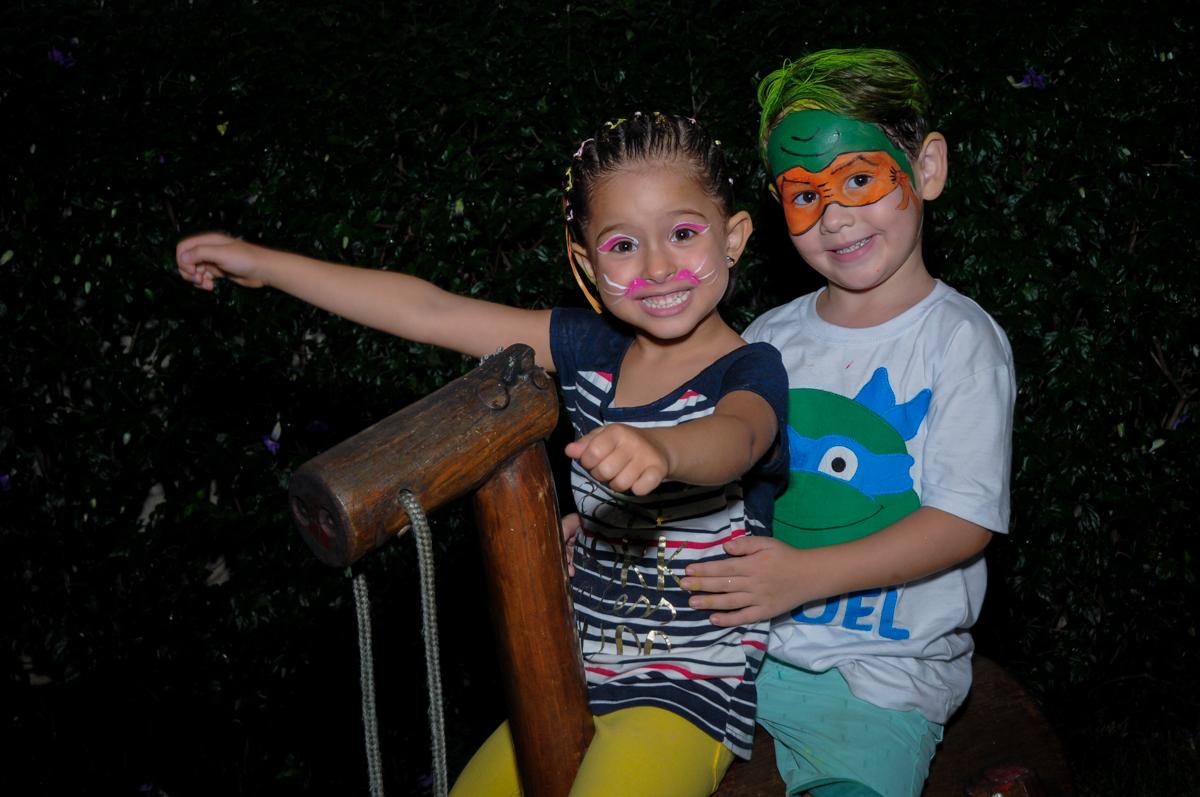 brincando com a namoradinha no Condomínio Vila Leopoldina, festa infantil, tema Tartaruga Ninja, Miguel 5 anos