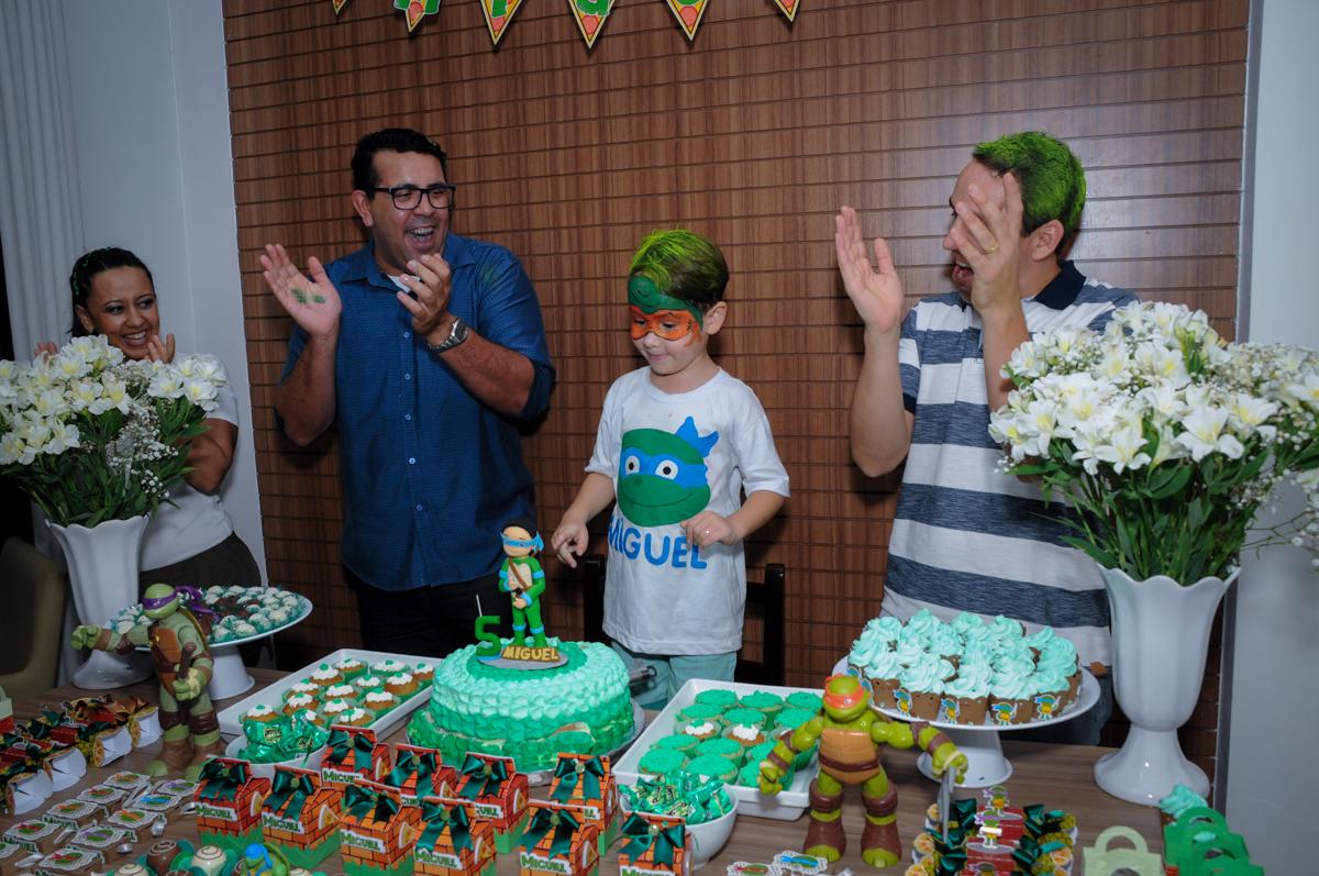 todos cantam parabéns no Condomínio Vila Leopoldina, festa infantil, tema Tartaruga Ninja, Miguel 5 anos