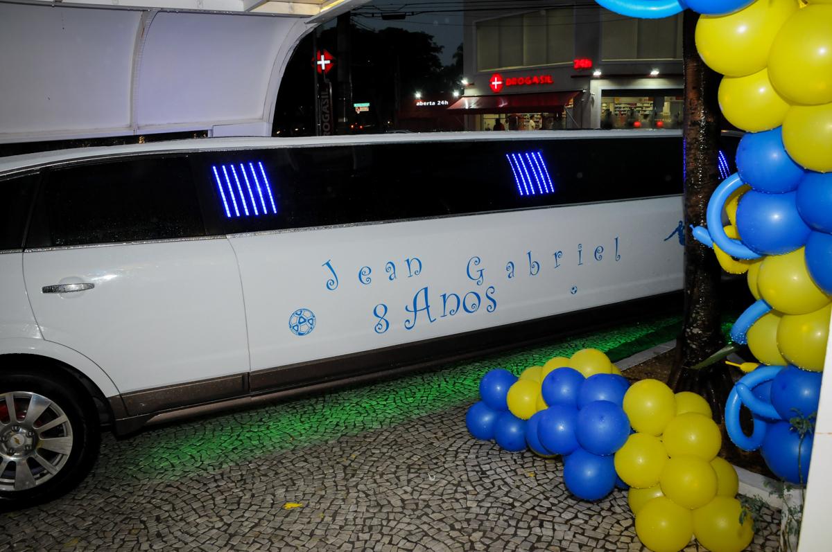 Limosine personalizada com o nome do aniversariante no Buffet Fantastic World, Morumbi São Paulo, Festa Infantil, aniversário de Jean Gabriel 8 anos, tema da festa Poke Mon
