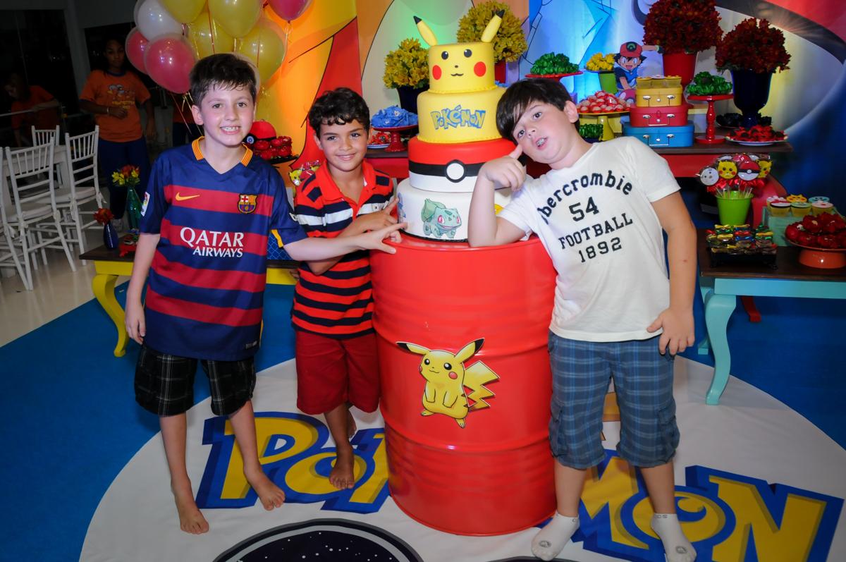 os amigos também querem sair na foto no Buffet Fantastic World, Morumbi São Paulo, Festa Infantil, aniversário de Jean Gabriel 8 anos, tema da festa Poke Mon
