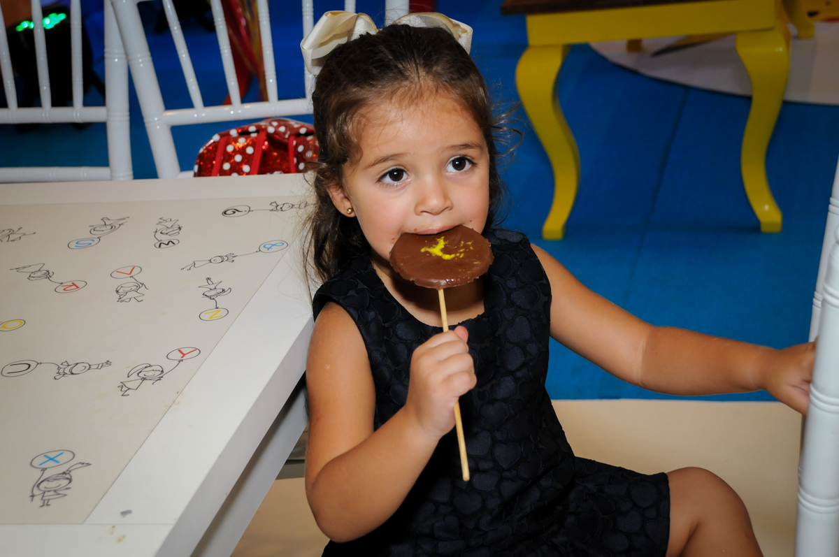 delícia esse pirulito de chocolate no Buffet Fantastic World, Morumbi São Paulo, Festa Infantil, aniversário de Jean Gabriel 8 anos, tema da festa Poke Mon