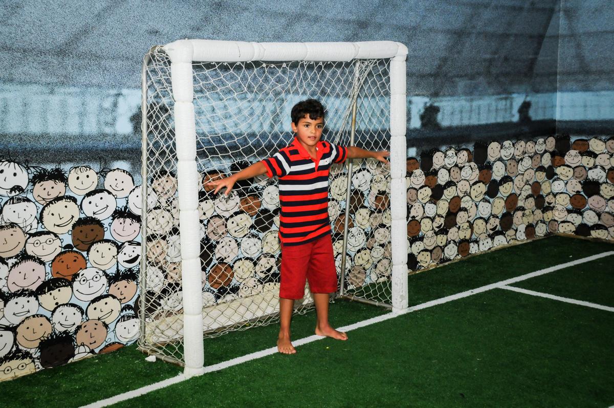 pose de goleiro no Buffet Fantastic World, Morumbi São Paulo, Festa Infantil, aniversário de Jean Gabriel 8 anos, tema da festa Poke Mon