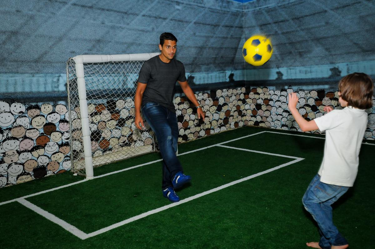 Jean do Palmeiras também participa do jogo no Buffet Fantastic World, Morumbi São Paulo, Festa Infantil, aniversário de Jean Gabriel 8 anos, tema da festa Poke Mon