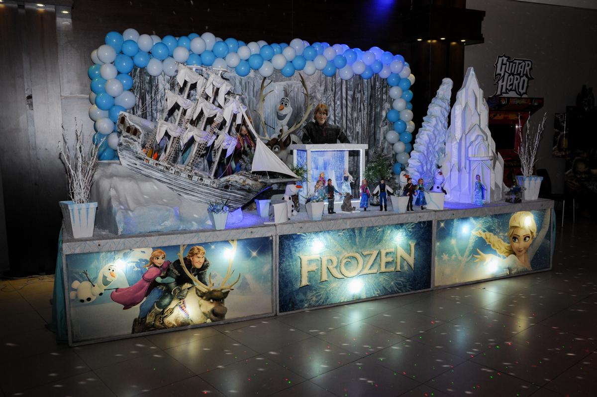 mesa decorada no Buffet Planeta Prime, Alphaville, SP, festa intantil, tema frozen, Gabriela 3 aninhos